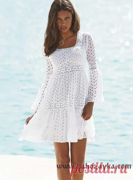 Платье с кокеткой спицами с описанием. Белое платье спицами с ажурной вставкой. Платье с кокеткой и оборкой спицами. Белое платье спицами с ажурной вставкой.