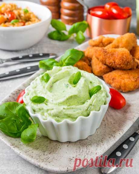 Зеленый сливочный дип на Вкусном Блоге Этот свежий и яркий макательный соус напомнит вам о лете, когда вы будете есть с ним печеную картошку или куриные наггетсы. Он очень просто и быстро готовится, а вкус имеет просто отличный. В основе моего рецепта – творожный сливочный сыр. При желании можно приготовить его с мягким творожком типа кварка…