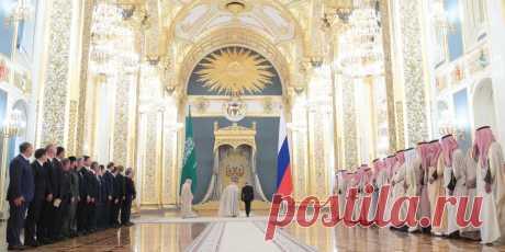Эскалатор не Путина или Король Салман привез в Москву невиданную роскошь Встречать Хранителя двух исламских святынь, как часто называют королей Саудовской Аравии, с одной стороны, легко, а с другой, трудно. Легко, потому что они всегда привозят с собой все необходимое, вкл…