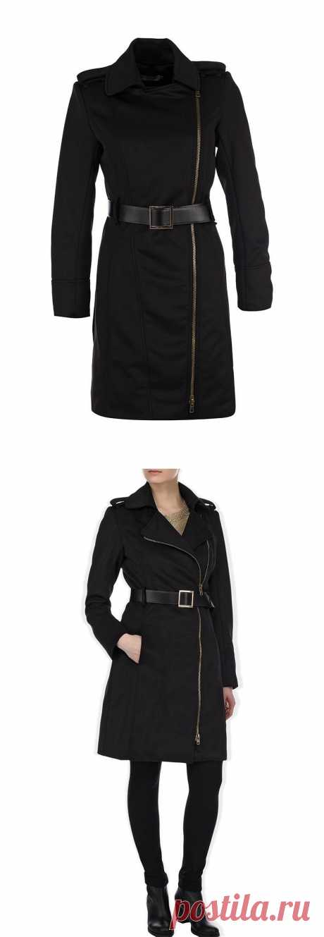 Пальто Lamania Trend - отлично подходит для эффектного образа в стиле casual. Модель классического черного цвета, застегивается на 'косую' металлическую молнию. На плечах – декоративные ремешки. Широкий пояс акцентирует внимание на талии. Скидка 50%! Купить за 1 890 руб.