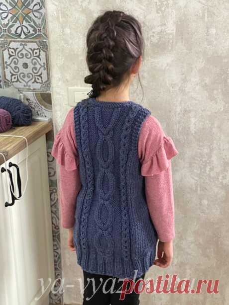 Длинная безрукавка для девочки спицами (4-9 лет) | Вязальное настроение...