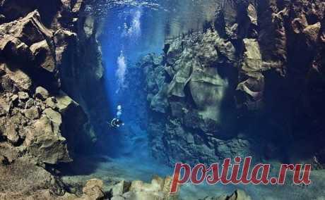 Погружение между двух тектонических плит, Исландия.