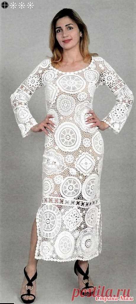 """Белый наряд. Ажурное макси-платье из красивых мотивов Это изумительное нарядное макси-платье белого цвета связанно из разнообразных больших цветочных ажурных мотивов, которые соединяются основны узором """"нетрадиционная хаотичная сетка """"."""