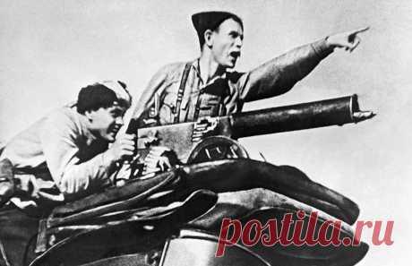 Чапаев. Гибель легендарного комдива Чапаев не мог долго находиться в академии. В летние дни 1919 года он командовал 25 стрелковой дивизией, которая блестяще сражалась с войсками Колчака, отбили у них Уфу и Уральск. В это время Чапаев проявил свой полководческий дар. И друзья, и противники признали в нём героя и полководца. Комдив погиб 5 сентября 1919 года. В тот день