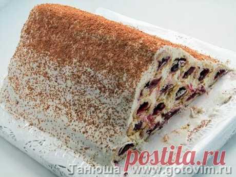 Торт «Монастырская изба». Рецепт с фото «Монастырская изба» с вишней - стародавний торт с советских или сразу постсоветских времен. Но не забыт, как все хорошее. Для начинки подойдет свежая, замороженная, из компота или варенья вишня без косточек. Крем в рецепте торта - сметанный, для которого сметана нужна обязательно жирная, иначе хорошего крема не получится.