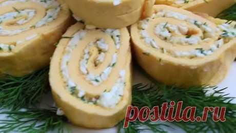 Яичные рулетики с начинкой из плавленного сыра в духовке