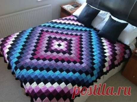 Have a good day girls, this blanket is in 3D is just amazing. A lovely pattern. The download is below.