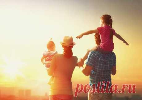 Куда девается родительское счастье? Эксперты из Канады выяснили, что уровень счастья родителей снижается после рождения первого ребенка. Казалось бы, это и есть чистое счастье – семья становится больше, в ней появляется малыш, живите и радуйтесь, но…