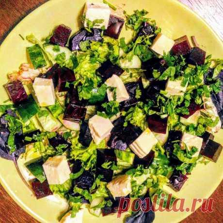 Попробовав его раз я просто влюбился в этот салат! Тем более что приготовить его просто | Вилка. Ложка. Палочки | Яндекс Дзен