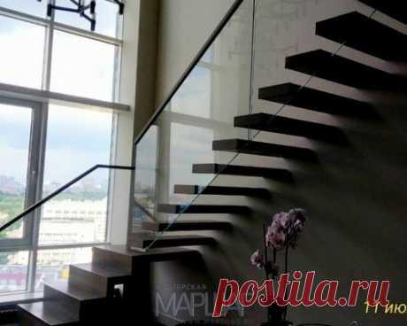Консольная лестница на самонесущем стекле