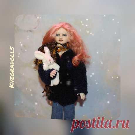 Кардиганчик по нашей погодке #inshot #kvegradolls #handmade_apatity #dolls #ручнаяработа #кукольноехобби #будуарнаякукла #кукласвоимируками #созданиекуклы #кукла #праздник #будуарная_кукла