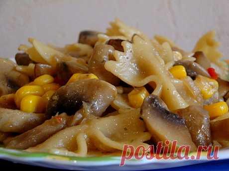 Рагу из грибов Рагу из овощей с грибами прекрасно подходит для постного меню. Готовить его просто, а вкус и аромат у этого блюда просто потрясающий!
