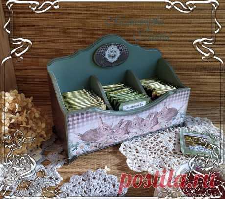 Чайная шкатулка. Ромашковый лес – купить на Ярмарке Мастеров – N03KURU | Чайные домики, Москва Чайная шкатулка. Ромашковый лес. в интернет-магазине на Ярмарке Мастеров. Чайная шкатулка, Ромашковый лес, дополнит сервировку стола к чаепитию. Короб имеет три отделения - можно хранить разные сорта чая. Чайная шкатулка-короб для чая, станет украшением Вашей кухни, чайные пакеты найдут своё место и будут всегда в порядке и под рукой.