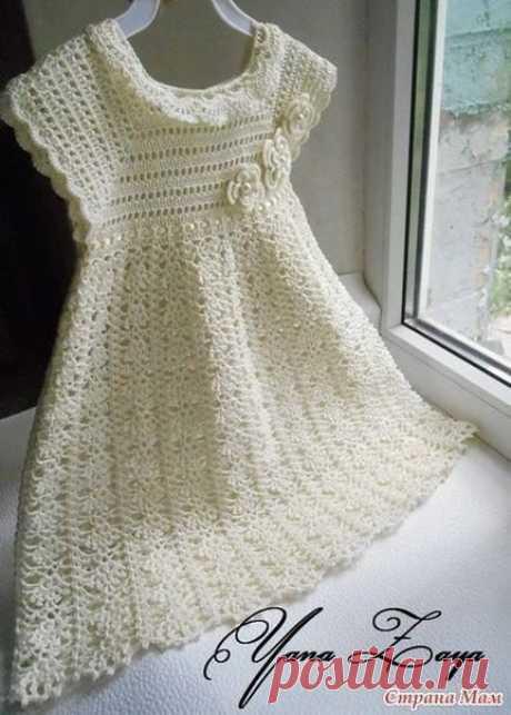 Белое платье для девочки на кокетке.