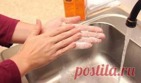 """ОЧЕНЬ ДЕЙСТВЕННЫЙ ЗАГОВОР НА ЗДОРОВЬЕ !  На закате возьмите 1 ст. ложку соли, слегка смочите и насыпте в сомкнутые ладони.  Растирая соль между ладонями, трижды скажите: """"Как ныне соль белым-бела, чистым-чиста, солоным-солона, так и будет всегда, так и вы, хвори разные, всякие, постылые, уйдите от меня не на год, а на всяко время и присно.  Словам этим денно и нощно замок, ключ. Аминь""""."""