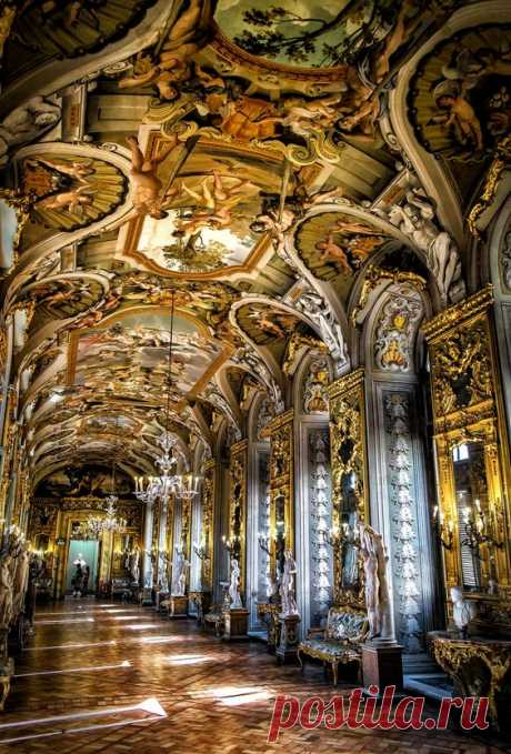Palace in Rome by WAEL ONSY   |   Pinterest • Всемирный каталог идей