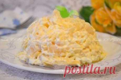Салат с ананасами, сыром и чесноком.  Салат с ананасами, сыром и чесноком особенно понравится тем, кому по вкусу сладковатый тон салата. Изюминку блюду придаст чеснок, хотя многих может смутить этот ингредиент. Но бояться не стоит, все прекрасно сочетается в этом безумно вкусном и простом салатике. Обязательно попробуйте!   Для приготовления салата с ананасами, сыром и чесноком вам потребуется:  4 кольца консервированного ананаса;  100 г твердого сыра;  2 вареных яйца;  3 ...