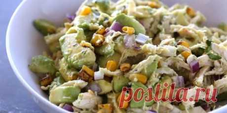 2. Салат с авокадо, курицей и кукурузой  | 10 ярких салатов с авокадо для истинных гурманов - Лайфхакер