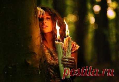 Выпутаться из беды  #заговор Когда вам грозят серьезные неприятности, и проблему нужно решить оперативно, зажгите свечу и 12 раз очень быстро наговорите на нее:  «Иду, иду, веду, веду, заведу, запутаю, в молитвы закутаю, глаза  отведу, от себя отгоню, любой дорогой пройду и миную беду. Хранит меня Бог. Истинно!»  Заговором не стоит пользоваться часто — только в случае очень  серьезных проблем, и в ситуациях, когда необходима экстренная защита.   Еще один способ быстрого из...