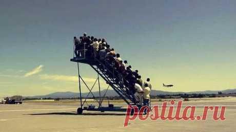 Забавные фото, снятые в аэропортах, которые сделают ваш день