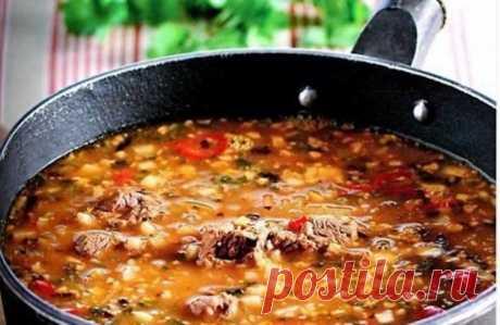 Суп Харчо — блюдо грузинской кухни. Главное правило этого супа — он должен быть острым, очень острым