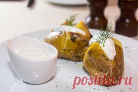 Запеченный картофель со сметанным соусом - Пошаговый рецепт с фото своими руками Запеченный картофель со сметанным соусом - Простой пошаговый рецепт приготовления в домашних условиях с фото. Запеченный картофель со сметанным соусом - Состав, калорийность и ингредиенти вкусного рецепта.