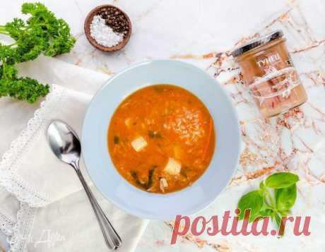 Суп с консервированным тунцом. Ингредиенты: тунец, картофель, рис