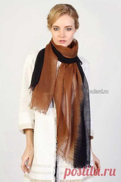 Оригинальный двухцветный палантин от Gianfranco Ferre из 100% шерсти. Теплый, для зимы и осени. Только сейчас оригинальный итальянский бренд со скидкой 15%!