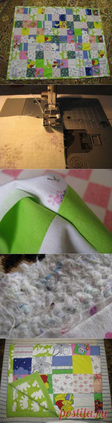 Зимние дачные забавы: шьем лоскутное одеяло.  С чего начать пошив лоскутного одеяла?  Как и положено, с планирования и расчетов. Ни о каких сложных узорах, естественно, речи быть не могло. В работу был принят самый простой вариант – из квадратов. Здесь трудно ошибиться в расчетах: если одеяло размером 200х220 см, то квадратов 10х10 см в ширину будет 20, в длину 22, всего деталей 440. Совет: начинать шитье проще из крупных деталей.