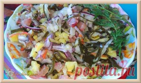 Салат с соленой селедкой необычный, но очень вкусный
