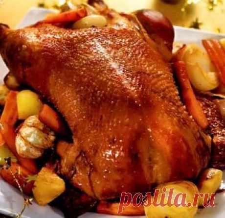 Гусь к Рождеству по-русски   Гусь для русской кухни - царская птица ей самое место на рождественском столе. Выбирайте птицу покрупнее - не так уж в ней много мяса