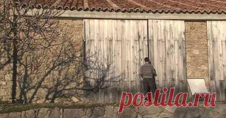 Viņš ar ģimeni dzīvo pamestā govju kūtī…Pirmais iespaids ir maldīgs! FOTO – Topraksti.lv
