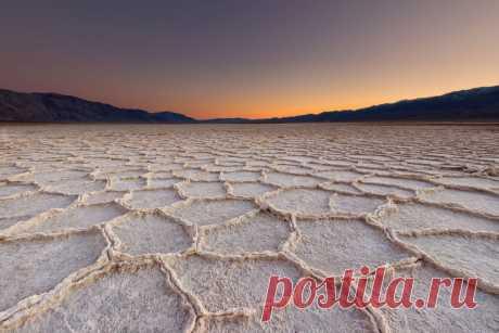 Инопланетные места нашей планеты (часть 17) В этой статье мы рассмотрим такие неземные ландшафты: Долина Смерти в США, Утёс овчарки в США, Каньон Зайон в США, Дуб ангелов в США, Пещеры Дракона в Испании …