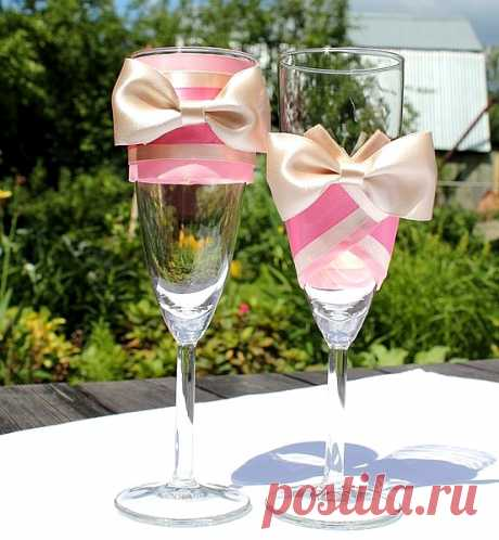 Идеи по украшению свадебных бокалов