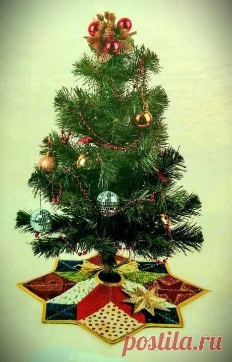 Фартучек для новогодней елки - лоскутное шитье