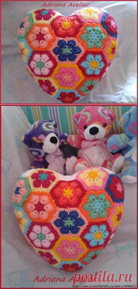 """Сердечная подушка из мотивов """"африканский цветок"""".Идея для вязания"""