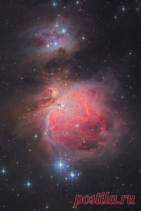М42 – Туманность Ориона и NGC1977 – Туманность Бегущий Человек. Как был сделан этот снимок, читайте на странице автора Владимира Гущина: nat-geo.ru/community/user/117231/. Звёздных снов ⭐