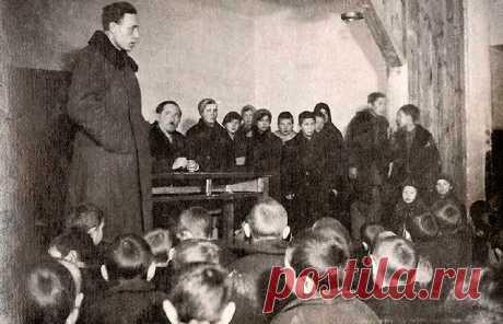 Как известный педагог Макаренко справлялся с малолетними бандитами, и За что его отстраняли от руководства колонией