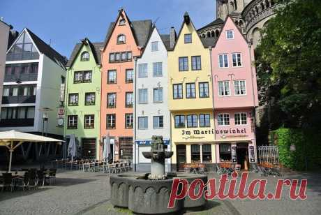 10 мест Германии, рекомендованых к посещению       Западная часть Германии – это область контрастов. Здесь есть тяжелая промышленность, а также виноградники и средневековые замки. Многие города основали еще римляне, и в них можно увидеть древни…