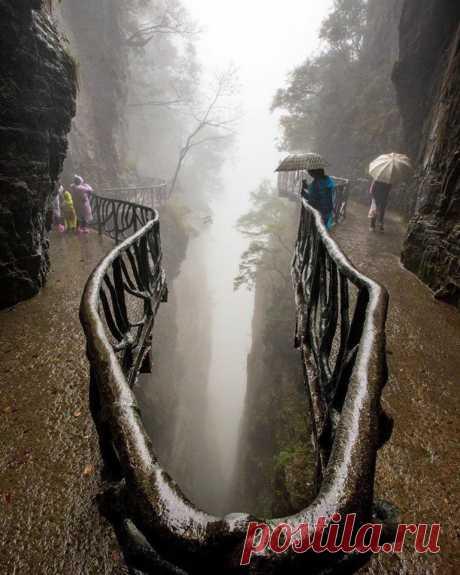 Национальный Парк горы Тяньмэнь, Китай.