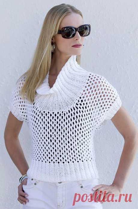 Белый пуловер сеточка спицами.