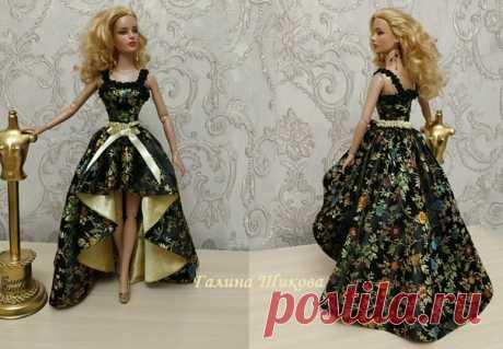 Платье для кукол Тоннера-Тайлер из атласа с цветочным рисунком. Отделка - атласные ленточки. На спинке кнопочки. Больше фото и стоимость здесь: https://vk.com/market-125216446?w=product-125216446_3..