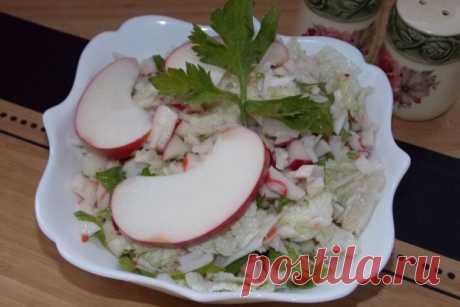 Крабовый салат с яблоком и чесноком | CityWomanCafe.com