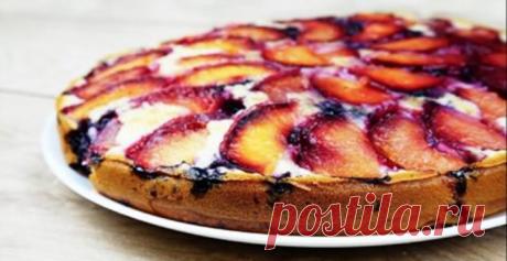 Самый вкусный сливовый пирог перевертыш просто чудо — необыкновенное сочетание очень вкусного нежного теста и кислых слив