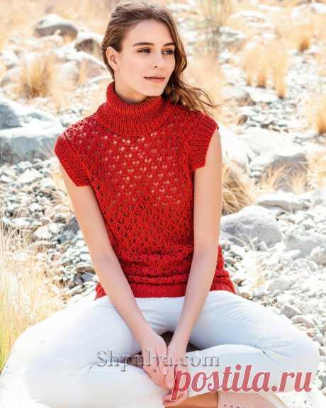 Ажурный красный пуловер высоким воротом и короткими рукавами связан из льняной пряжи красного цвета.