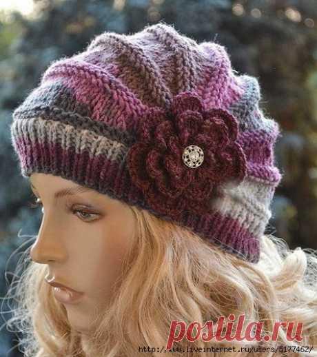 Красивая и оригинальная шапочка спицами