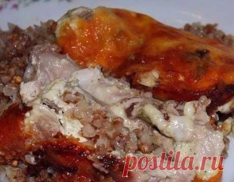 Как приготовить курица, запеченная с гречкой - рецепт, ингридиенты и фотографии