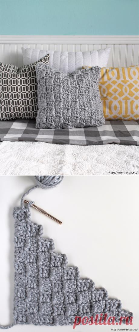 Интересный шахматный узор крючком для вязания подушки