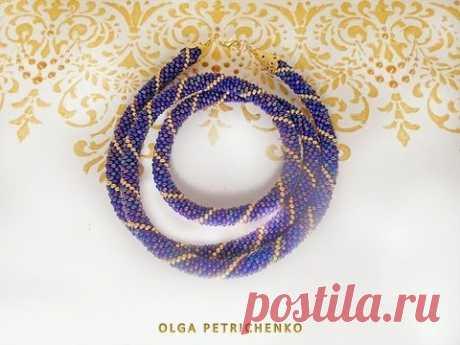 Tejido queman de los abalorios. Knitted plait of beads.
