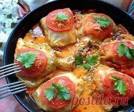 ГОЛУБЦЫ НА НОЖКЕ .  Необычное и  очень вкусное блюдо — завернутые в капустный лист куриные ножки с рисом.